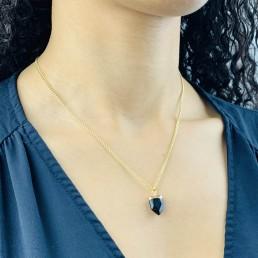 Onyx shield necklace model2